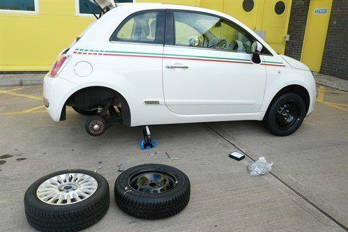 FIAT 500 RO08 DZJ Changing Wheels
