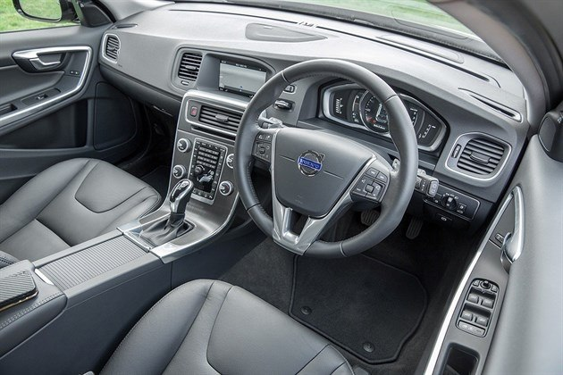 Volvo V60 Cross Country (4) (1)