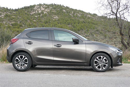 Mazda 2 2015 T Side Hill