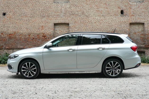 FIAT Tipo SW 2016 Side (1)