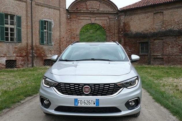 FIAT Tipo SW 2016 Front Archway