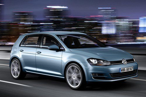 VW Golf VII F34 Blue Moving