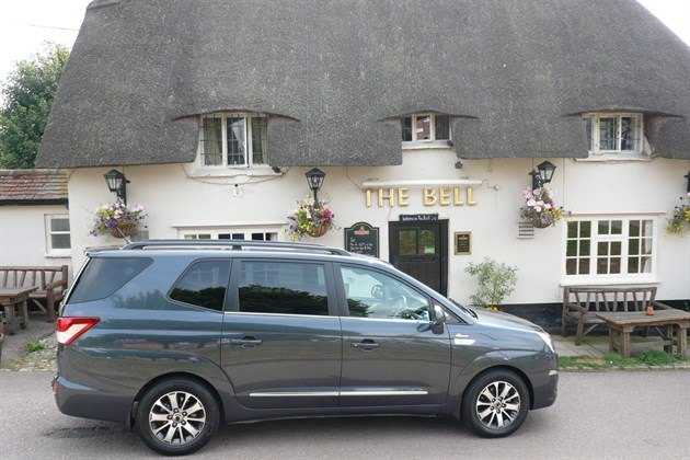 Ssang Yong Turismo The Bell Pub (1)