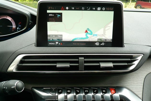 Peugeot 3008 Satnav Screen And Toggles Front On
