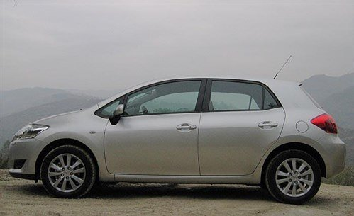 Toy Auris Side 700