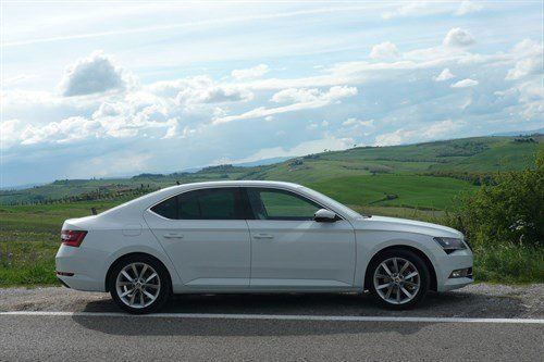 Skoda Superb 2015 Side 1