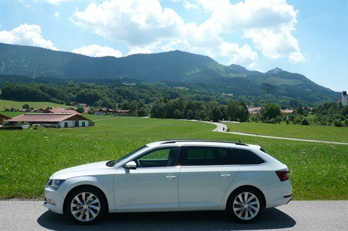 Skoda Superb Estate 2015 Side Mountains 2
