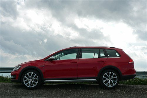 VW Golf Alltrack Side Against Sun (1)