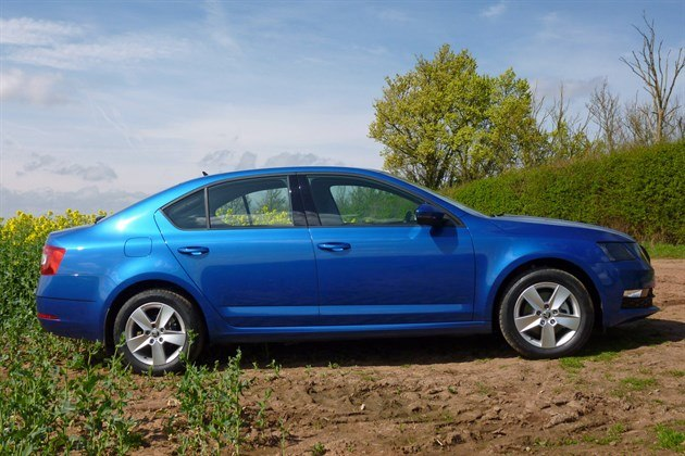 Skoda Octavia 2017 Side Blue