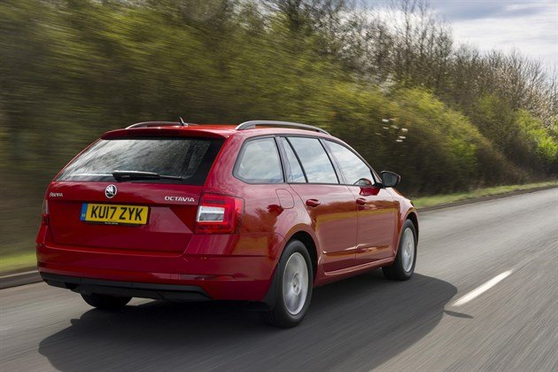 Skoda Octavia Estate 2017 R34 Road