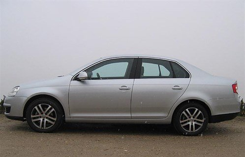 VW Jetta 06 Side 700