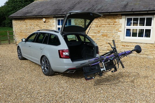 review thule easyfold xt 2 bike carrier honest john. Black Bedroom Furniture Sets. Home Design Ideas