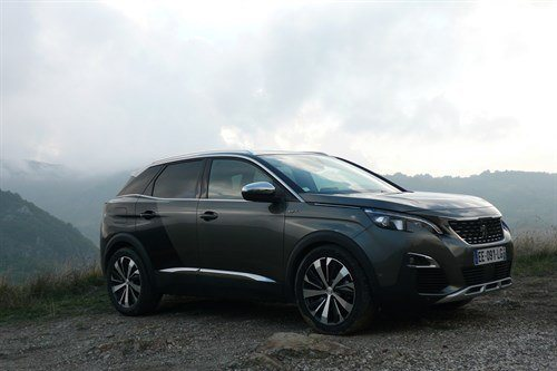 Peugeot 3008 GT Front Side Mountain