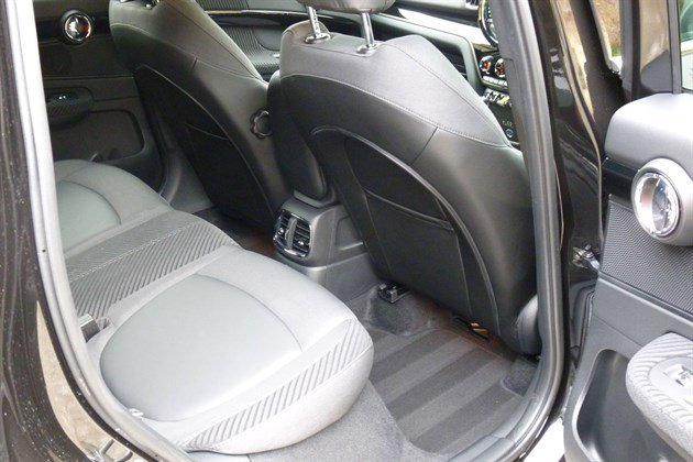 MINI Countryman PHEV Rear Seat (1)
