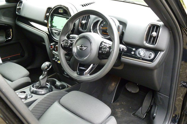 MINI Countryman PHEV Cockpit (2)