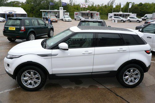 LR RR Evoque 5dr 3 Side 2 SMMT 700