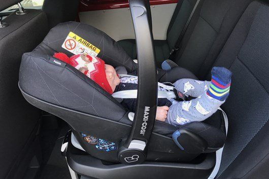 how to put maxi cosi pebble in car without base