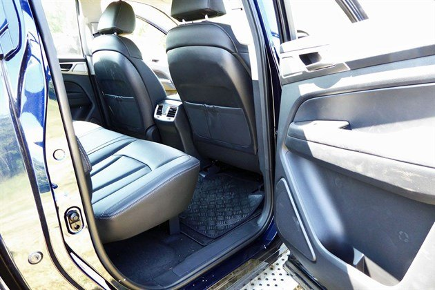 Ssang Yong Musso 2018 Back Seat