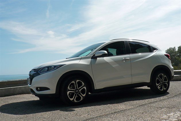 Honda HRV 2015 Side Against Sky