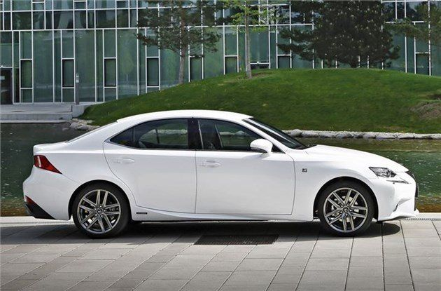 Lexus _IS300h _(1)