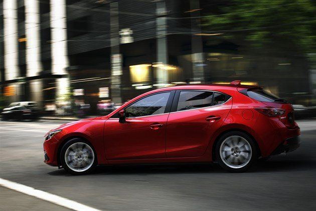 Mazda 3 Skyactiv Side Action