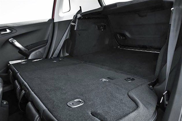 Peugeot 2008 2016 Rear Seats Folded Flat