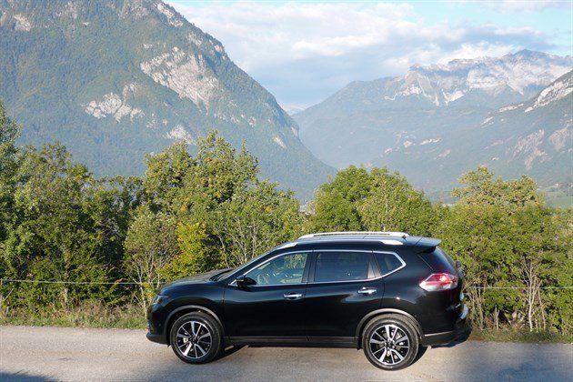 Nissan X-Trail 2015 Side Mountains