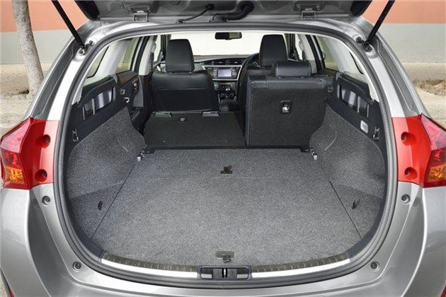 Toyota Auris Touring Sport Load