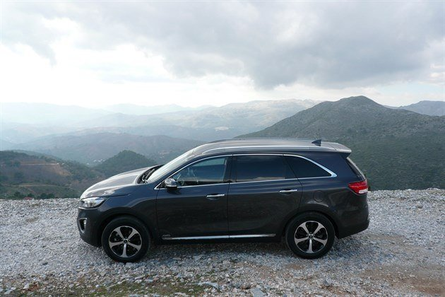 KIA Sorento 2015 Side Mountains