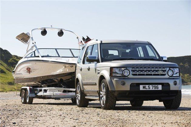 Land Rover Discovery 4 Towing Boat