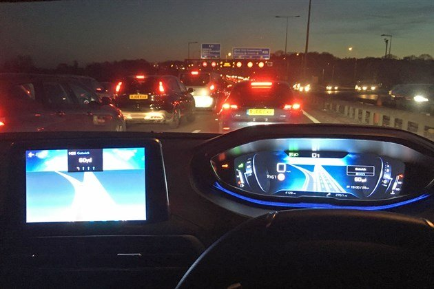 Peugeot 3008 LT Satnav Screen Turn Both Screens