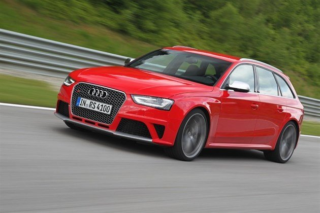 Audi RS4 Red (4)