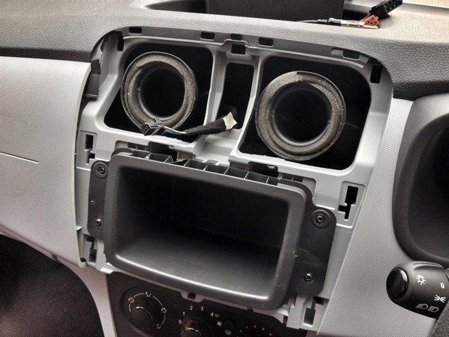 Dacia Sandero X on Alpine Car Stereo Ipod