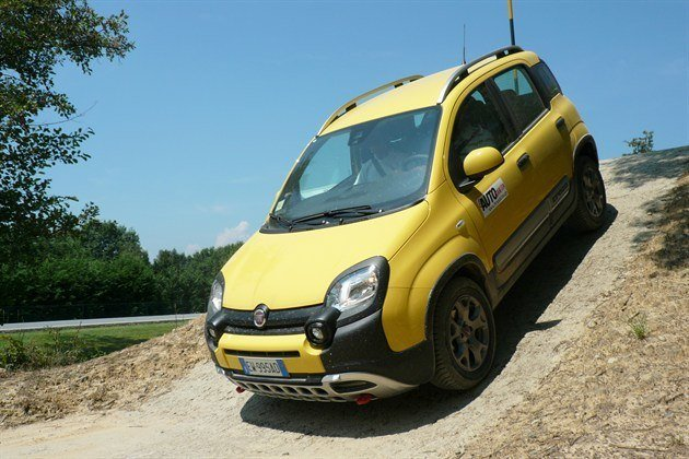 FIAT Panda Cross Descending