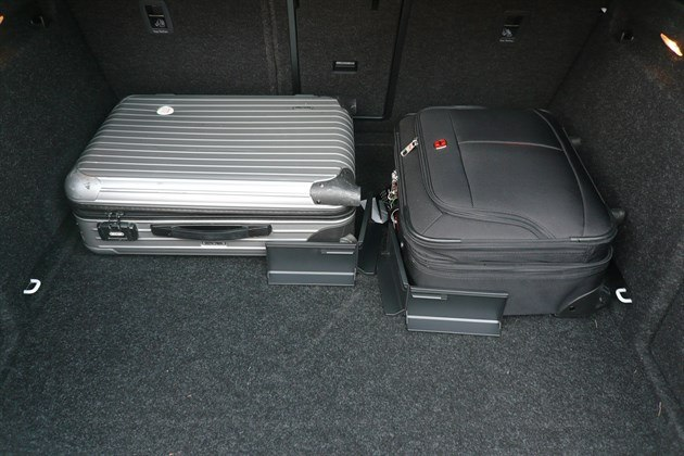 Skoda Superb 2015 Luggage Retainers