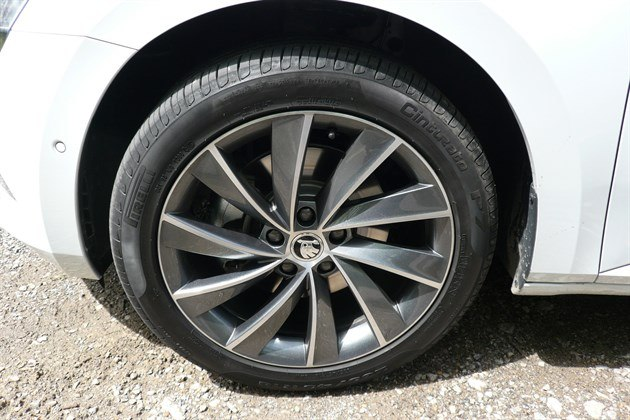 "Skoda Superb 2015 18"" Wheel And Tyre"