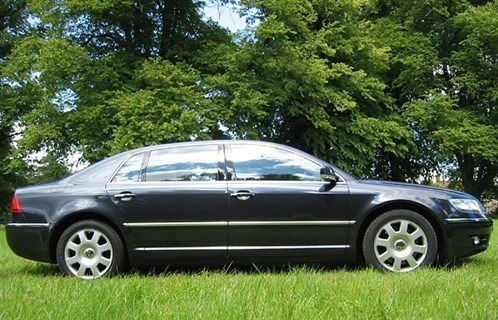 VW Phaeton V10 T Side 700