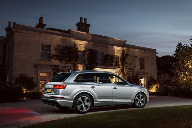 Audi Q7 2015 R34 Country House Night