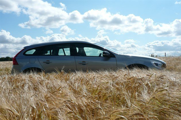 Volvo V60 Cross Country Side Barley