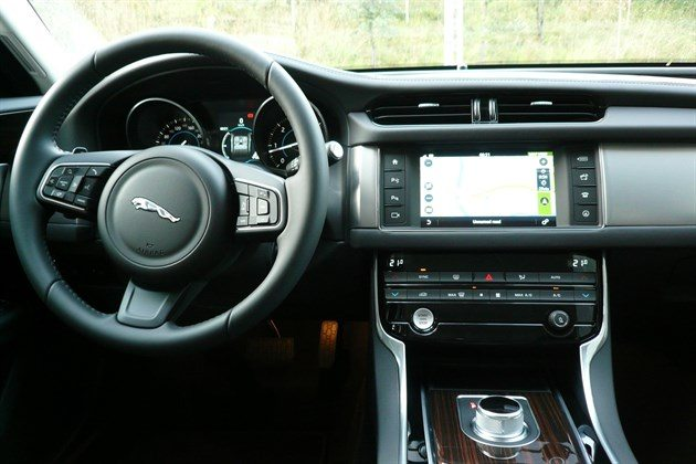 Jaguar XF 2015 Dash