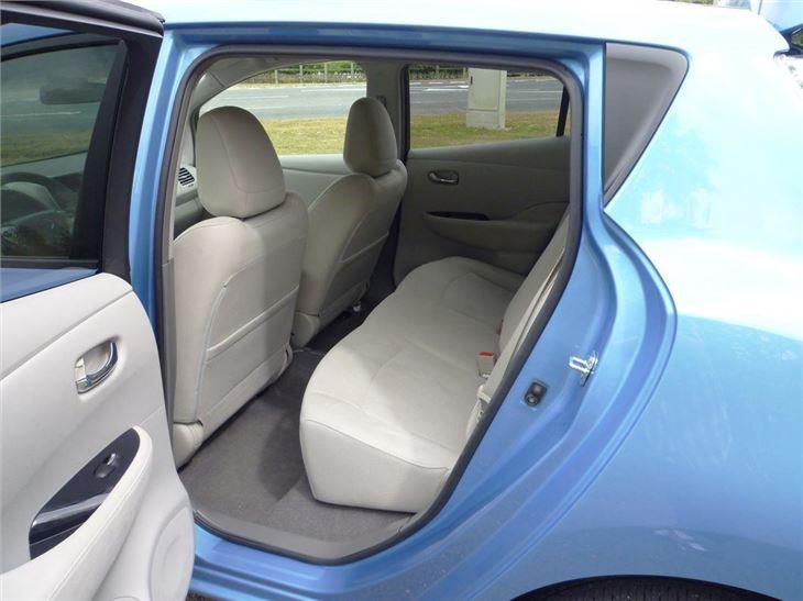 nissan leaf 2010 car review honest john. Black Bedroom Furniture Sets. Home Design Ideas