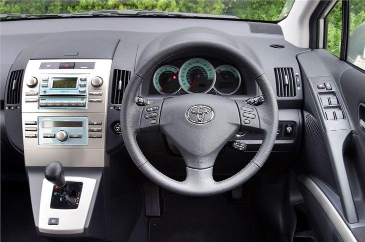 Toyota Corolla Verso User Manual