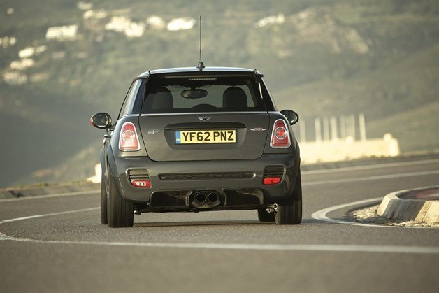 MINI John Cooper Works Cornering (1)